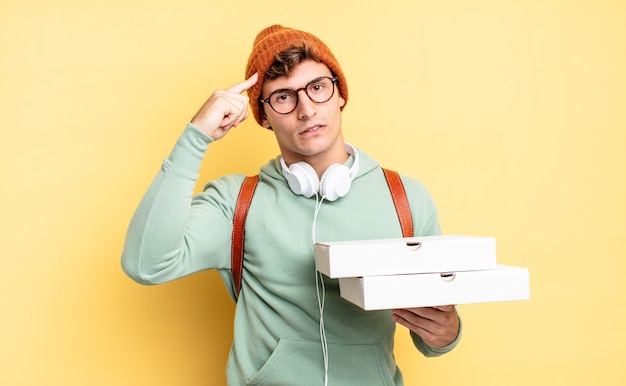 Ощущение замешательства и озадаченности, показывающее, что вы сошли с ума, сошли с ума или сошли с ума. концепция пиццы