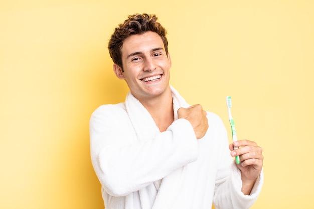 挑戦に直面したり、良い結果を祝ったりするとき、幸せで、前向きで、成功していると感じ、やる気を起こさせます。歯ブラシのコンセプト