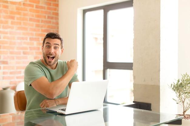 Чувствовать себя счастливым, позитивным и успешным, мотивированным при столкновении с трудностями или праздновании хороших результатов