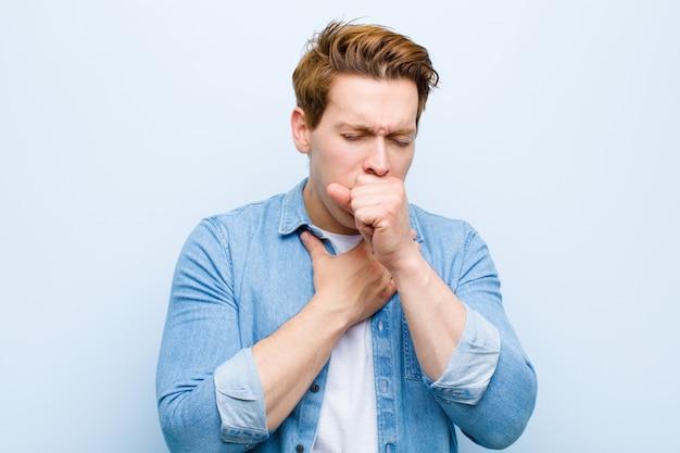 Плохое самочувствие с болью в горле и симптомами гриппа, кашель с прикрытым ртом