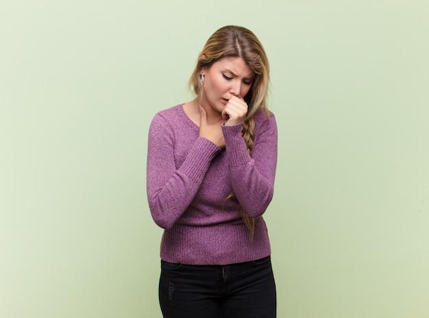 인후염과 독감 증상으로 아픈 느낌, 입으로 기침