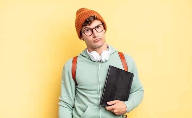 Ощущение озадаченности и замешательства, с тупым, ошеломленным выражением лица при взгляде на что-то неожиданное. студенческая концепция
