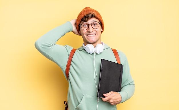 스트레스, 걱정, 불안 또는 두려움을 느끼고 머리에 손을 대고 실수로 당황합니다. 학생 개념
