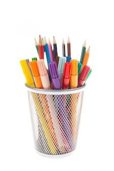 금속 냄비에 펠트 및 색연필