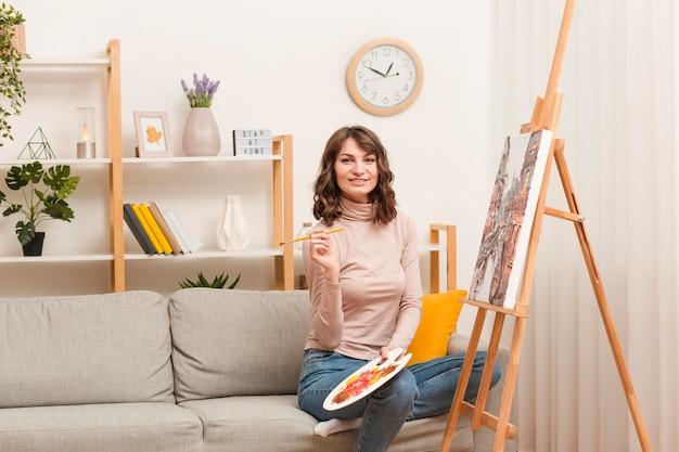 家庭絵画の女性