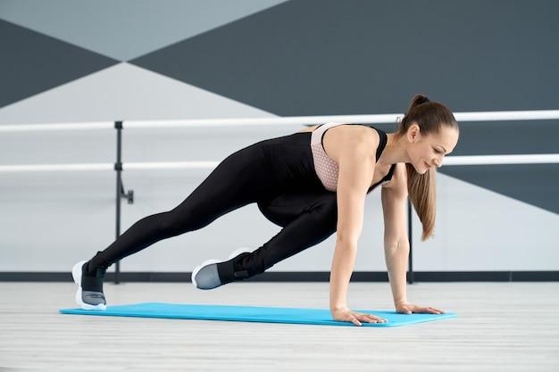 Female athlete practicing mountain climber exercise