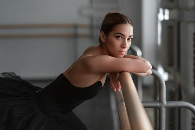 Артист балета отдыхает после репетиции