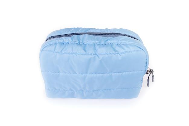 白い背景で隔離の女性の青い化粧バッグ。