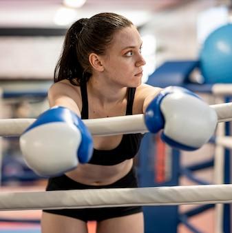 リングの女性ボクサー