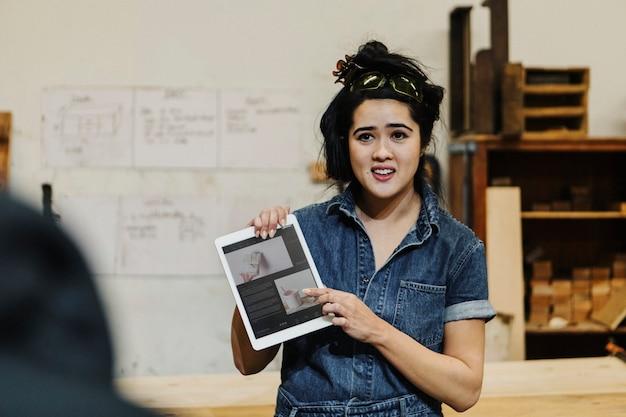 Женщина-плотник, брифинг проекта для команды