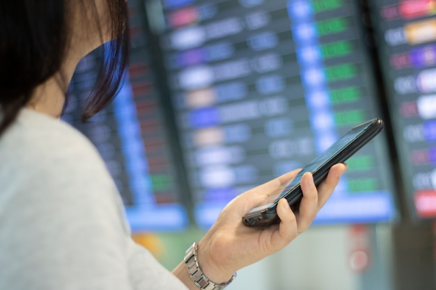 Женский чек, перелет, транспорт, приложение для мобильного телефона, бронирование билетов, путешествия