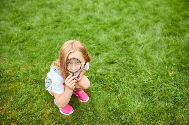 부분 확대 외부 자연 학습 여자 아이