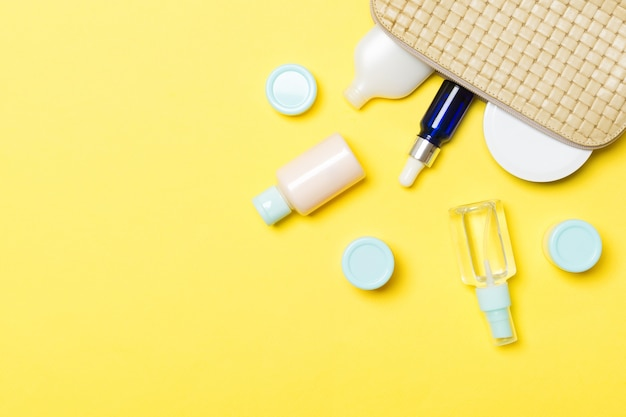 化粧品を落とした女性用化粧品バッグ