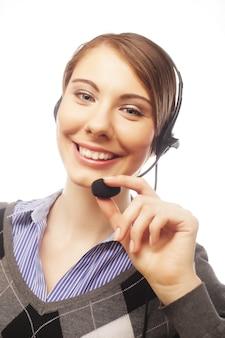 白い背景に笑みを浮かべて女性の顧客サービス担当者笑みを浮かべて女性の顧客サービス担当者
