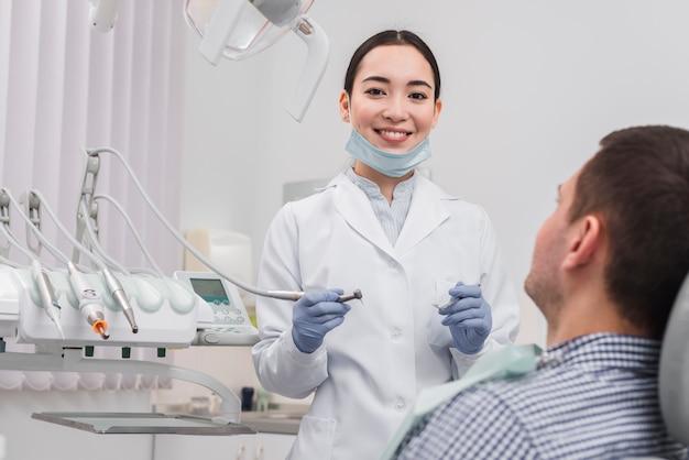 患者さんと女性歯科医