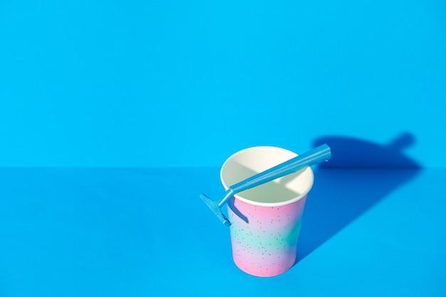 컵, 복사 공간에 여성 일회용 면도기