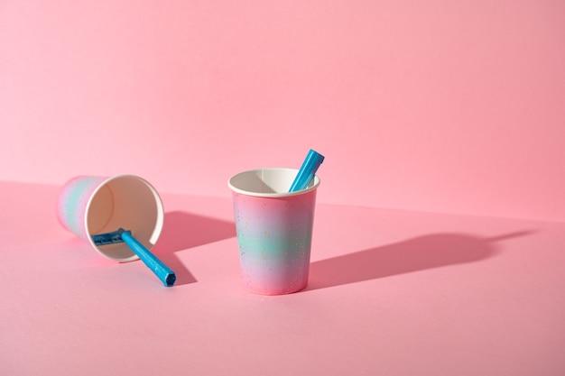 컵, 스튜디오 촬영, 복사 공간에 여성 일회용 면도기