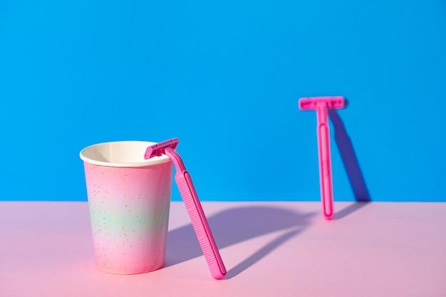 컵에 여성 일회용 면도기