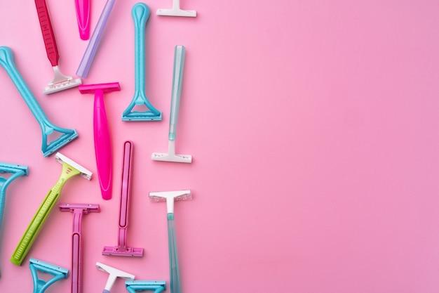 분홍색 평면도에 여성 일회용 면도기