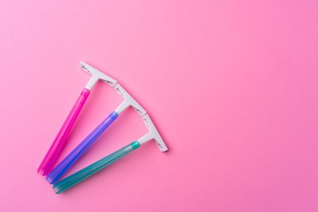 핑크에 여성 일회용 면도기