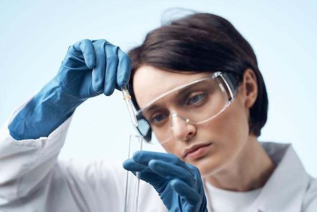여성 의사 연구 생물학 생태 실험 분석 근접 촬영