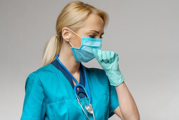 防護マスクとラテックス手袋の咳を身に着けている女性医師