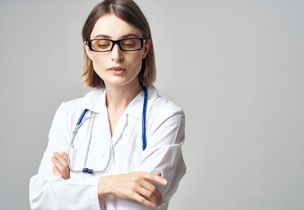 청진 기 격리 된 배경으로 여성 의사