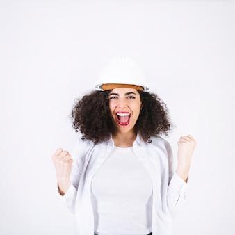 Женский инженер празднует успех