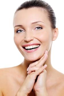 健康的な笑顔の女性の顔