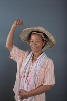 스튜디오에서 여성 농민