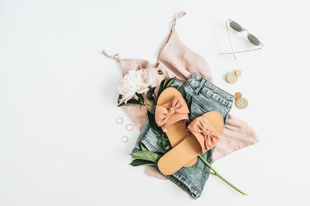 Женская модная поверхность с цветком белого пиона, тапочки, солнцезащитные очки, серьги, шорты, футболка