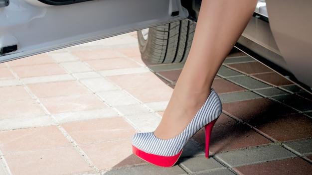 차 밖으로 걸어 하이 힐 신발 여성 피트.