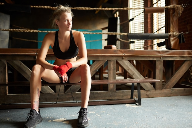 Женский боец на ринге