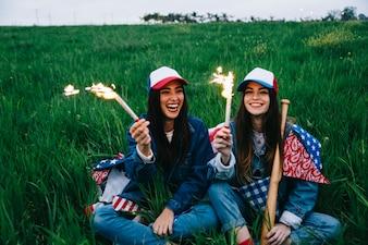 Женские друзья, с удовольствием в поле