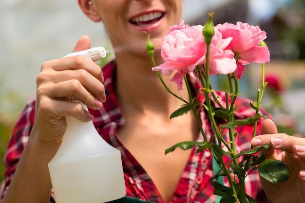 市場の庭や保育園の女性庭師