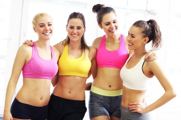 トレーニング後の応援女性グループ