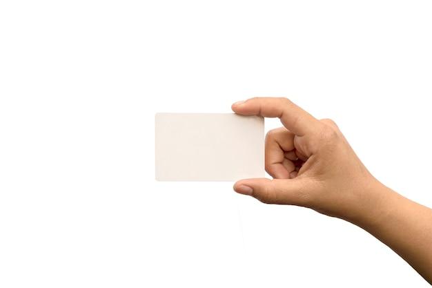 白い背景で隔離の空白のカードを持っている女性の手