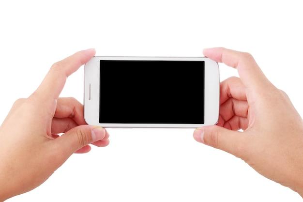 Женская рука держит смартфон с фото или видео, изолированным на белом