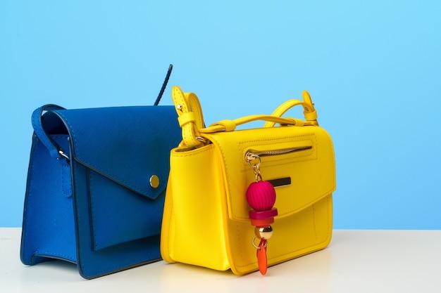 Женская сумка с аксессуарами, плоский вид сверху