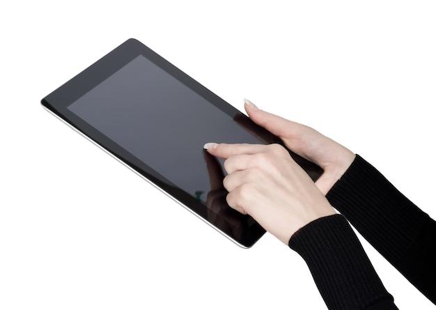 격리된 화면이 있는 태블릿 터치 컴퓨터 가제트를 들고 있는 여성 손