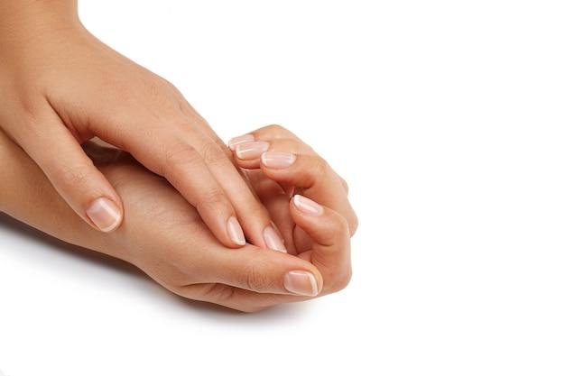 女性の手。マニキュアのコンセプト