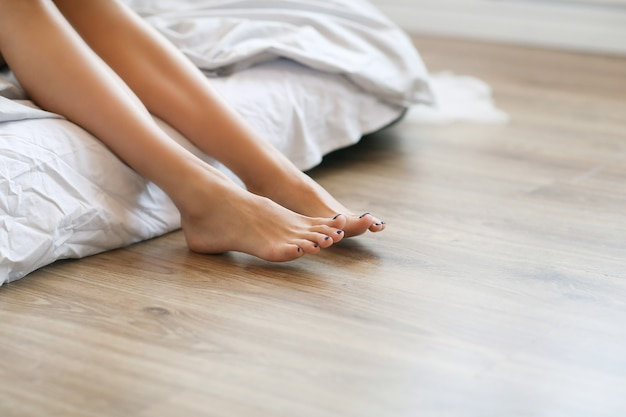 맨발로 여성 다리