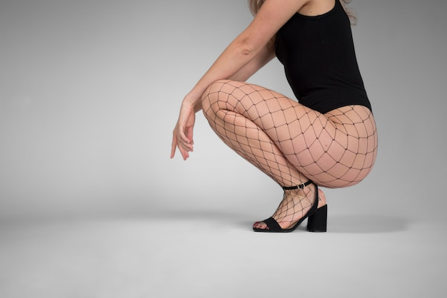 パンストストッキングの女性モデルの脚