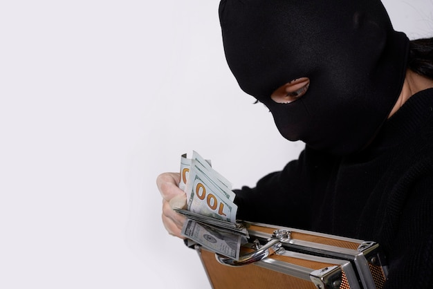 Female robber in mask counts stolen money