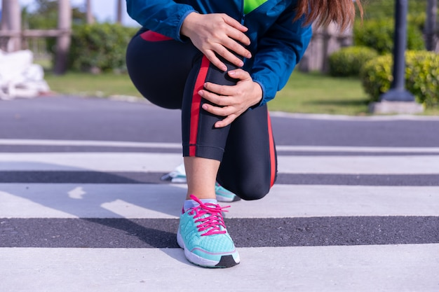 Female runner athlete knee injury and pain.