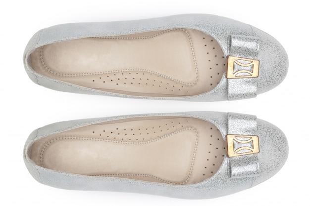 白い背景の上の女性の靴。上面図。