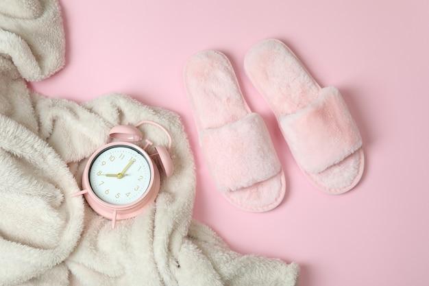 ピンクの女性の睡眠ルーチン アクセサリー