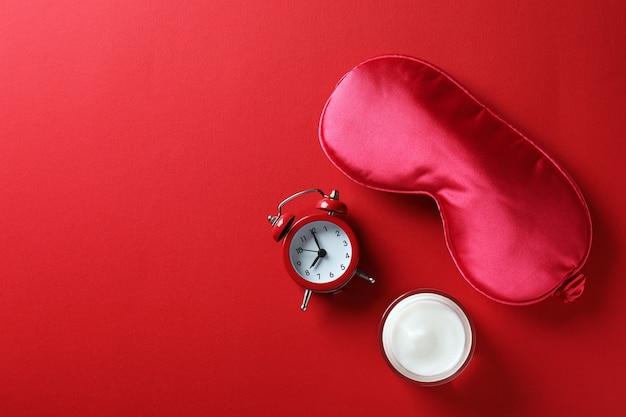 赤の女性の睡眠ルーチンアクセサリー