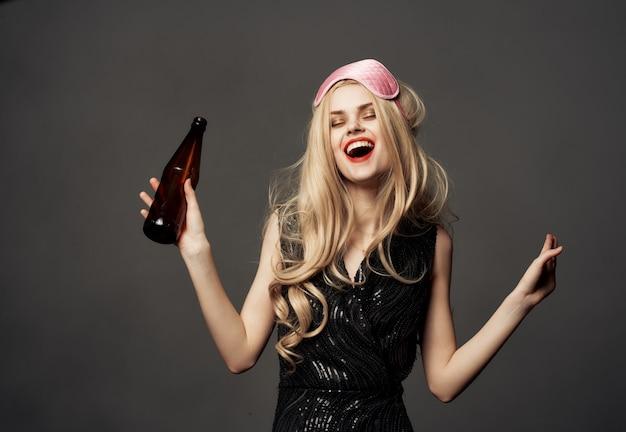 여성 얼룩 립스틱 밤 생활 알코올 병 근접 촬영