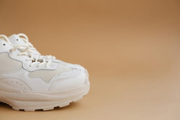 女性用スニーカー アクティブなスポーツトレーニングやウォーキングに適した快適な靴
